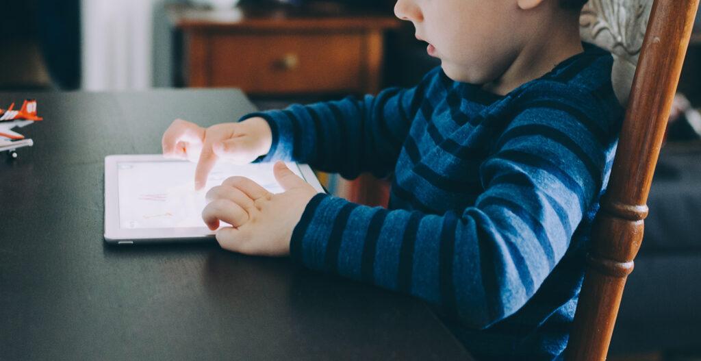 Child_Looking_At_iPad